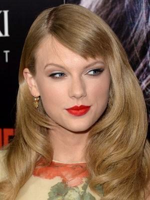 Natürliche Taylor Swift Frisur Wellige Perücke