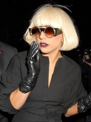 Lady Gaga Kurz Anmutige Gerade Kappenlose Perücke