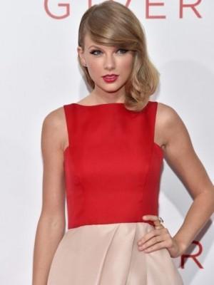 Fabelhafte Wellig Taylor Swift Spitzefront Kunsthaar Perücke