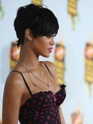Rihanna Chic Kurz Elegant Frisur Perücke